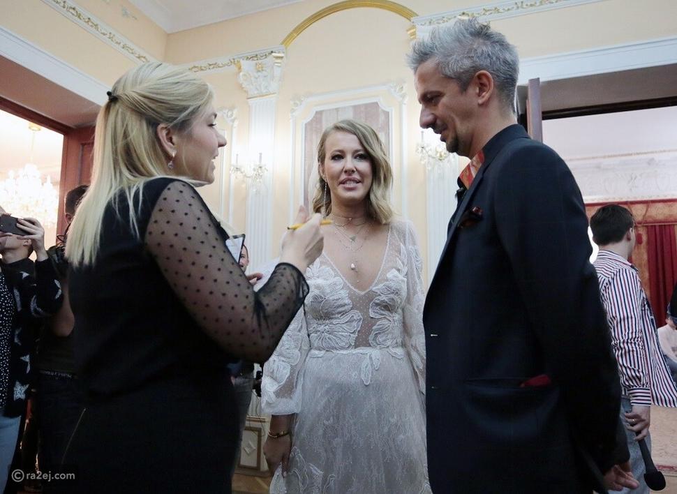 مرشّحة على الرئاسة تحتفل بزفافها في سيارة لدفن الموتى!