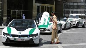 فيديو: عملية نصب كبرى.. ما هو سر صناديق الدولارات في دبي؟