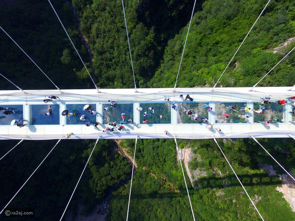 فيديو: ستشعر بالدوار.. أطول جسر في العالم من الزجاج كأنك معلق بالهواء
