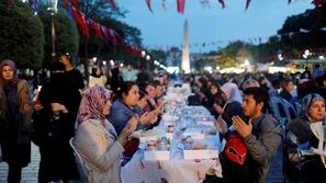 فيديو: 10 دول بها أغرب الاحتفالات بشهر رمضان.. هذه الدولة يتزوجون به