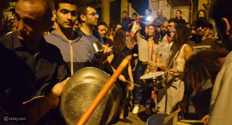 شاهد: طريقة مثيرة للجدل تُعيد الصخب إلى الثورة في لبنان فهل نجحت؟