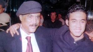 كلمات مؤثرة كيف كان يرى أحمد زكي ابنه الوحيد هيثم وعلاقة العائلة بالفن