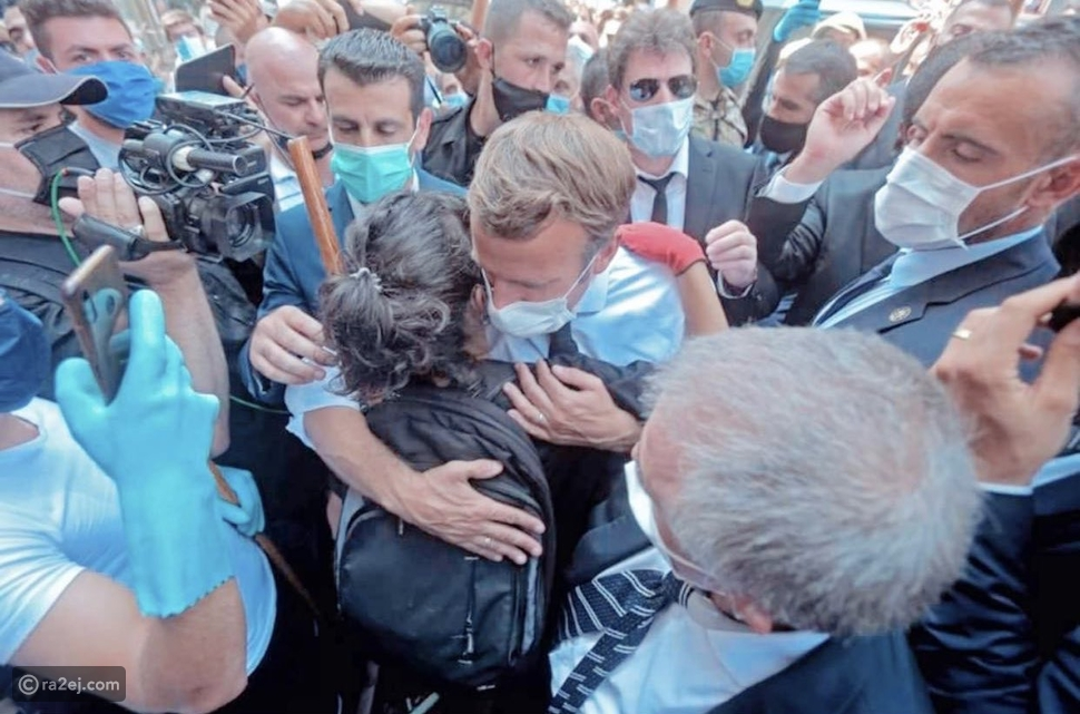 شاهد: الرئيس ماكرون يعانق سيدة لبنانية بعد صرخة ألم أطلقتها على ما حدث