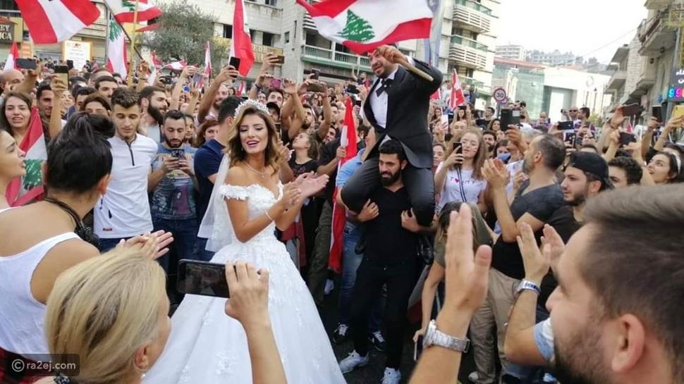 بين الحب والنرجيلة..  لقطات مضحكة لن تراها إلا في مظاهرات لبنان