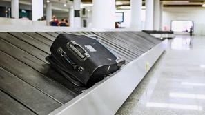 فيديو: أب سريع البديهة يجد حيلة ذكية للهروب من غرامة الوزن في المطار