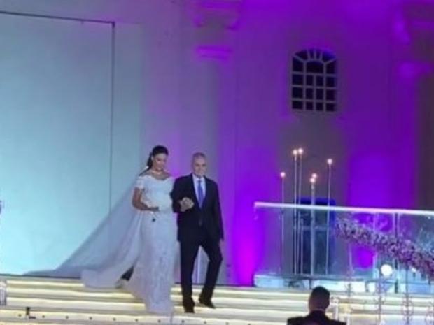 خلال حفل زفافها