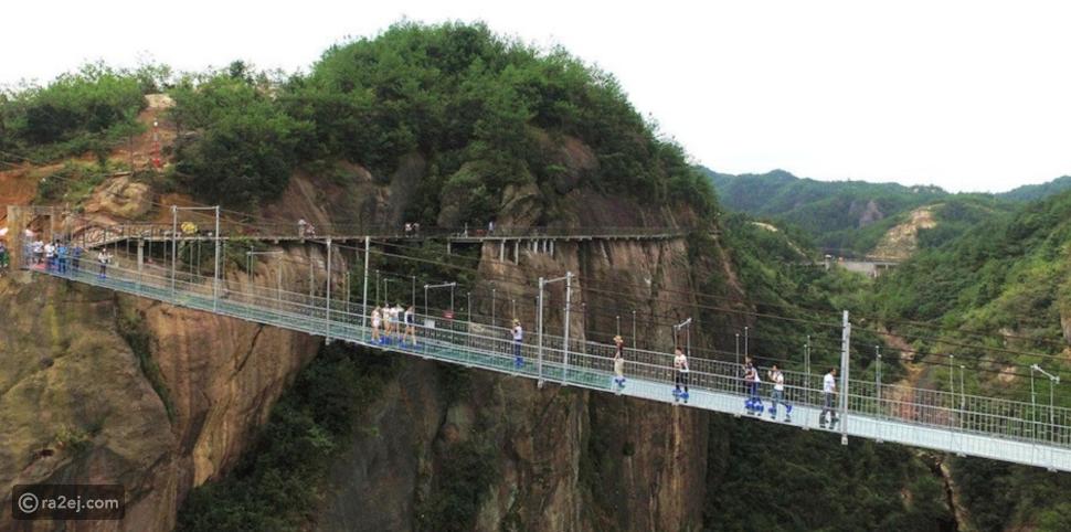 هل تعلم أين يوجد أطول جسر زجاجي في العالم؟ فيديو يوضح ارتفاعه المذهل