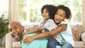 فيديو معاناة الصائمين في رمضان مع أبنائهم طوال ساعات النهار سيصيبك بضحك هستيري!
