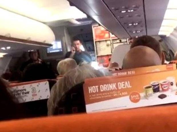 عرض خدماته لقيادة الطائرة بدل إلغاء الرحلة