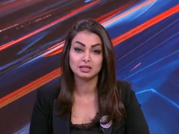 رد فعل مذيعة علمت بوفاة شقيقها قبل ظهورها على الشاشة بدقائق