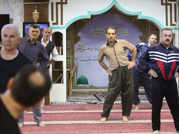 يمارس مصلون الرياضة داخل المسجد