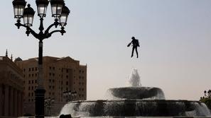 لقطات مذهلة من عرض الرجل الطائر في سماء الرياض خلال منتدى الاستثمار