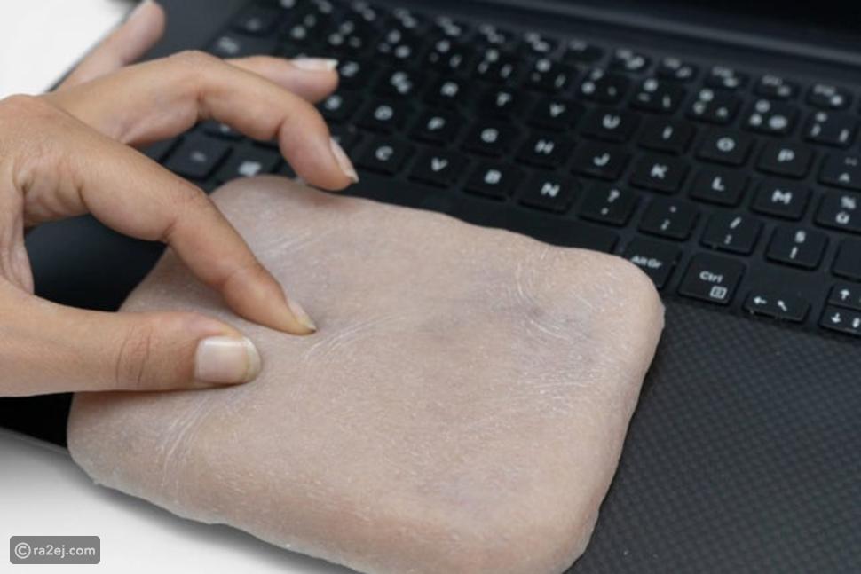 مصنوعة من الجلد البشري.. شاهدوا أغرب حافظة هواتف جوالة على الإطلاق