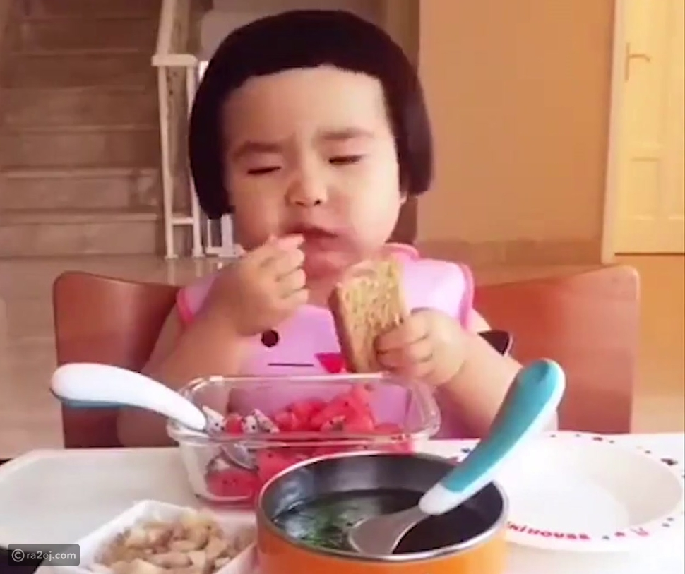 فيديو يثبت أن الأكل هو الحب الأول للجميع.. حتى إذا كنت طفلاً
