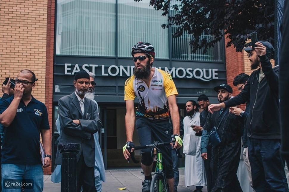 مسلمون بريطانيون يسافرون لمكة لأداء فريضة الحج على متن دراجات