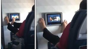 فيديو: راكب مقزز يتصفح لوحة الترفيه في الطائرة بأصابع قدميه