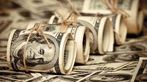 فيديو وصور: زوجان وجدا 120 ألف دولار في حسابهما في البنك فكانت الكارثة