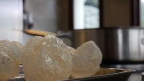 الهواء المقلي.. طبق جديد لحلوى إيطالية مقرمشة غريبة وفريدة من نوعها 🍬